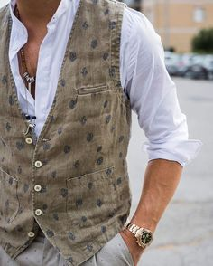 The style is the fingerprint of what you are what you do.  Check the new vest of #messagerie on nohowstyle.com #BEnohow #nohow Great news: we lower the shipping costs in your country.