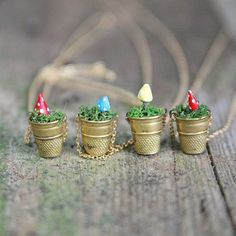 DIY Toadstool Thimble Necklace Tutorial from My So Called Crafty Life here. She used air dry clay to anchor the clay toadstools. I've also seen this DIY with colorful pins but you could glue novelty beads (i. flower beads) to pins and stick them in. Jewelry Crafts, Handmade Jewelry, Necklace Tutorial, Diy Necklace, Diy Planters, Garden Planters, Craft Night, Bijoux Diy, Cute Diys
