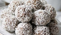 Nut Free Bliss Balls: This is a super easy, quick recipe that makes delicious nut free bliss balls suitable for lunchbox treats or just a little after dinner snack. Chocolate Coconut Cookies, Cookies Vegan, Baking Chocolate, Chocolate Lovers, Bliss Balls, Coco Cookies, Chocolates, Real Food Recipes, Dairy Free