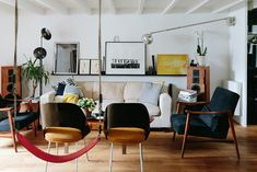 Wo & We | PC: Olivier Abry | Featured: Saarinen Executive Armless Chair | Knoll Inspiration