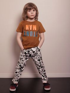 Mainio Clothing: Sweatpants with cross print - outfit Lil Boy, Clothing Labels, Nordic Style, Kids Fashion, Sweatpants, Tees, How To Wear, Outfits, Collection