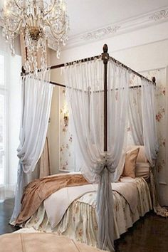 French Romantic bedroom - Add Shabby Chic Touches to Your Bedroom Design Modern Bedroom Decor, Shabby Chic Bedrooms, Bedroom Vintage, Trendy Bedroom, Shabby Chic Furniture, Bedroom Ideas, Bedroom Furniture, Shabby Chic Canopy Bed, Design Bedroom