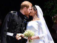 Príncipe Harry beija Meghan Markle em frente à Capela de São Jorge - 19/05/2018 - UOL Universa