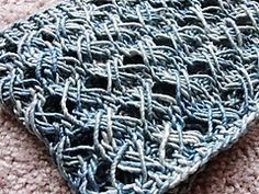 three hour knitted cowl free pattern This is the fastest and easiest cowl pattern I know--use a chunky smooth yarn for the best results. Knit Or Crochet, Crochet Scarves, Lace Knitting, Knitting Stitches, Knitting Patterns, Crochet Patterns, Finger Knitting, Scarf Patterns, Crochet Granny