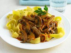 Beef Stroganoff mit Nudeln ist ein Rezept mit frischen Zutaten aus der Kategorie Rind. Probieren Sie dieses und weitere Rezepte von EAT SMARTER!