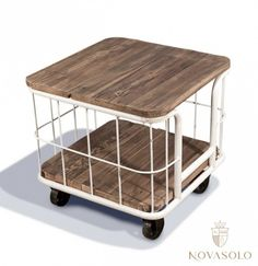 """Tøft, røft og stilig Java sidebord i resirkulert alm og """"slitt antikkhvitt"""" metall. Dette er bordet for deg som er ute etter noe litt utenom det vanlige!"""