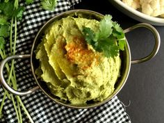 A spicy Cilantro Jalapeño Hummus that will brighten your plate, jazz up your veggies and make your taste buds sing. A healthy and delicious everyday snack.