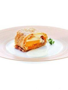 Strudel di zucca e funghi porcini con crema di parmigiano