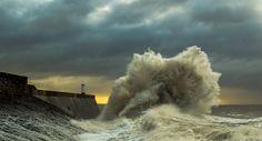Fotografia sunrise wave de daniel ryan na Our Planet Earth, Stormy Sea, Sea Waves, No Photoshop, Maldives, Niagara Falls, Natural, Cool Photos, Ireland