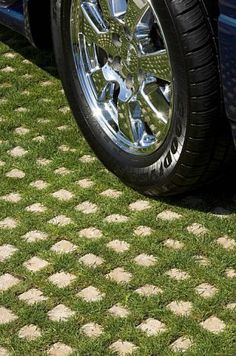 """Drivable grass ~ create a """"green"""" driveway using porous concrete grids that are planted with a ground cover between the cement 'pavers'. A creative & environmentally friendly storm water management solution. You can mow your driveway :) Cement Pavers, Grass Pavers, Concrete Blocks, Concrete Driveways, Paving Stones, Backyard Pavers, Backyard Trees, Concrete Forms, Front Yards"""