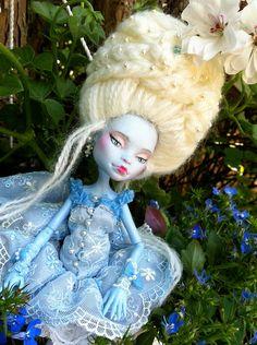 Marquise Adelaïde poupée Monster par AtelierMarieLouise