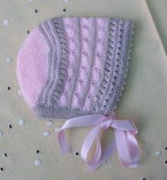 GORRITO DE PRIMERA POSTURA ROSA Y CAMEL CON CARACOLES Material Lana de bebé color rosa Lana de bebé color camel Hilo beige nº8 Agujas...