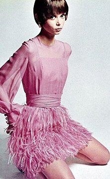 Retro Fashion 1968 Mouche is wearing pink mousseline dress with ostrich feather skirt by Valentino Boutique, photo by Jeanloup Sieff, Vogue Italia, November Mod Fashion, 1960s Fashion, Pink Fashion, Fashion Models, Vintage Fashion, Nineties Fashion, Fashion Themes, Vintage Couture, London Fashion