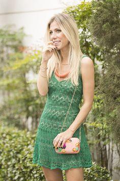 Dica de look de Natal com vestido de tricot para fazer bonito na festa e ainda usar muito durante o verão. Confiram