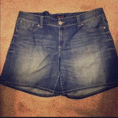 """Size 18 Seven 7 shorts. Seven 7 - size 18 shorts. In great condition. Approx 17"""" in length (measured from waist down). Seven7 Shorts Bermudas"""