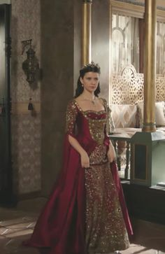 Pretty Dresses, Beautiful Dresses, Royal Crown Jewels, Old Fashion Dresses, Kosem Sultan, Medieval Gown, Royal Dresses, Turkish Fashion, Traditional Dresses