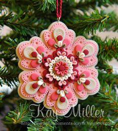 My Joyful Moments: Polymer Clay Ornaments Polymer Clay Ornaments, Polymer Clay Projects, Polymer Clay Creations, Polymer Clay Crafts, Felt Ornaments, Polymer Clay Jewelry, Christmas Tree Ornaments, Christmas Themes, Crea Fimo