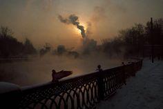 "Gueorgui Pinkhassov ""Just Light Like"" 1995 - En el río Yauza. Moscú. Rusia ©Gueorgui Pinkhassov/Magnum Photos."
