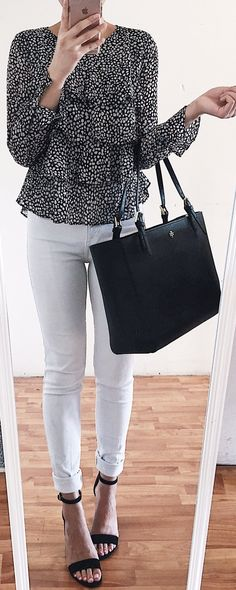 must have spring outfits / Black Printed Top / White Skinny Jeans / Black Leather Tote Bag / Black Sandals
