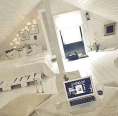 Картинка с тегом «room, white, and bedroom»