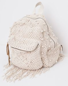 Discover the most modern bags for AW 2017 at PULL&BEAR. Find our handbags, black tote bags, pink or khaki backpacks and metallic wallets for women.Discover thousands of images about Design & crochet lace by Victoria BelvetThis Pin was discovered by M Crochet Handbags, Crochet Purses, Crochet Lace, Pinterest Crochet, Crochet Backpack, Backpack Pattern, Backpack Tutorial, Mochila Crochet, Pull & Bear