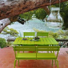 We are the partner for Fermob in New Zealand. Discover the Fermob Luxembourg Table 143 x here. Visit the NZ Fermob experts! Contemporary Outdoor Furniture, Outdoor Garden Furniture, Garden Chairs, Green Furniture, Bench Furniture, Outdoor Dining, Outdoor Tables, Patio Tiles, Luxembourg Gardens