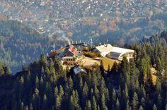 Das Kreuzeckhaus mit der Bergstation der Kreuzeckbahn. 300mm Teleobjektiv und Photoshop ... vom Längenfelder aus fotorafiert.