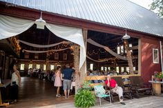 Old Wooden Barn Hudsonville MI #grandrapidswedding #weddingphotography #oldwoodenbarn www.sparkcreativephotography.com