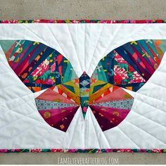 I Love Patchwork: Butterfly Inspired Quilt - Free Patterns Paper Pieced Quilt Patterns, Applique Quilts, Small Quilts, Mini Quilts, Quilting Projects, Quilting Designs, Butterfly Quilt Pattern, Quilt Modernen, Animal Quilts