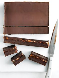 This is the ultimate dessert, taking brownies to a whole new level of heavenly indulgence. Salted caramel, peanuts and chocolate? Peanut Brownies, Blondie Brownies, Delicious Desserts, Dessert Recipes, Cake Recipes, Dessert Bars, Caramel Recipes, Chocolate Recipes, Food Cakes