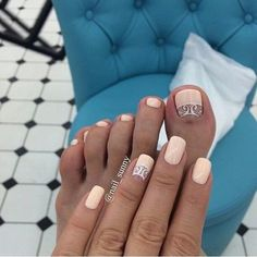 Bright innovations in the design of pedicure - trends and photo ideas Pedicure Designs, Manicure E Pedicure, Toe Nail Designs, Cute Toe Nails, Pretty Nails, Henna Nails, Cute Pedicures, Nail Candy, Feet Nails
