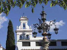 Espadaña del convento de la Encarnación, junto a la plaza de la Virgen de los Reyes, de Sevilla.