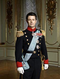 Er ist sportlich, charmant und ein echter Familientyp: Prinz Frederik. Er und seine Mary sind bestens vorbereitet, die Thronfolge anzutreten......