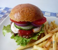 Hamburger, Naan, Winter Food, Bon Appetit, Ethnic Recipes, Drinks, Beverages, Hamburgers, Drink