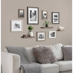 Family Room Walls, Family Wall Decor, Photo Wall Decor, Family Pictures On Wall, Living Room Pictures, Living Room Gallery Wall, Wall Decor With Pictures, Living Room Wall Ideas, Living Room Picture Ideas
