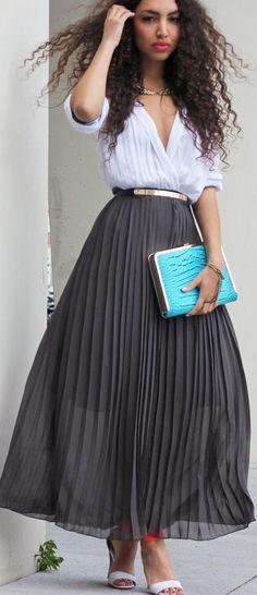 Street style | High waist pleated grey maxi skirt