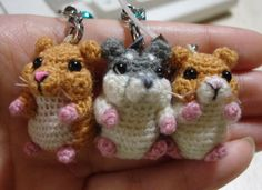 No pattern, but these are just too cute! If anyone finds the pattern, please let me know!