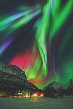 sitoutside: Aurora, Norway by Wayne Pinkston