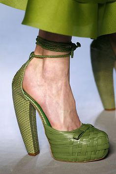Wow these are the prettiest green shoes ever. And they don't look too uncomfortable. Great job Dior