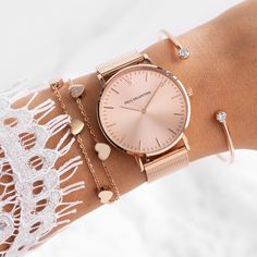 Swiss Army Watches Are So Precise! Trendy Watches, Cute Watches, Elegant Watches, Beautiful Watches, Watches For Men, Vintage Watches, Cute Jewelry, Jewelry Accessories, Fashion Accessories