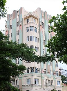 Langton and Barbourne, One of the finest of this city's exceptional body of Art Deco buildings, it is beautifully maintained. (via Durban Art Deco by William (Bill) McClung Art Deco Home, Art Deco Era, Architecture Details, Architecture Design, Architecture Career, Bauhaus, Durban South Africa, Safari, Examples Of Art