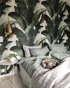 30 French Country Bedroom Design and Decor Ideas for a Unique and Relaxing Space - The Trending House Botanical Bedroom, Floral Bedroom, Bedroom Colors, Bedroom Inspo, Home Bedroom, Bedroom Decor, Trendy Bedroom, Modern Bedroom, Estilo Tropical