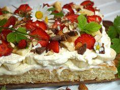 Bananasplittårta i långpanna - Victorias provkök - Hello Raw Food Recipes, Sweet Recipes, Cake Recipes, Dessert Recipes, Grandma Cookies, Cake Bites, Swedish Recipes, Sweet Pastries, Bagan