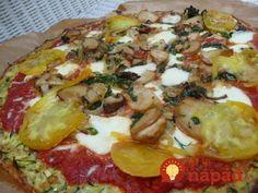 Ak hľadáte zdravšiu verziu klasickej pizze z kysnutého cesta, práve ste ju našli. Jej základom je cuketové cesto bez múky, ktoré môžete doplniť vašimi obľúbenými pizza ingredienciami. Jej príprava je jednoduchá a rýchla.