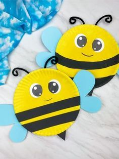 This paper plate bee is a fun DIY insect craft that's perfect for toddlers! Download the free printable template and make today! #simpleeverydaymom #insectcrafts #bugcrafts #toddlers #toddleractivities #toddlercrafts #beecrafts Bee Crafts For Kids, Summer Crafts For Toddlers, Paper Plate Crafts For Kids, Insect Crafts, Bug Crafts, Preschool Crafts, Preschool Kindergarten, Toddler Art, Toddler Crafts