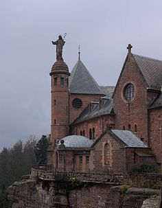 Le couvent du mont Sainte-Odile, à mi-chemin entre Strasbourg et Sélestat
