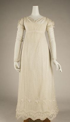 Dress, French, 1814. Different use of gathers in bodice. Drawstring gathers at lower back of bodice.