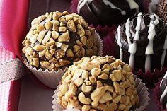 Rocky road truffles Dark Chocolate Recipes, White Chocolate Truffles, Cooking Chocolate, Decadent Chocolate, Chocolate Treats, Xmas Pudding, Peanut Butter Truffles, Truffle Recipe, Rocky Road