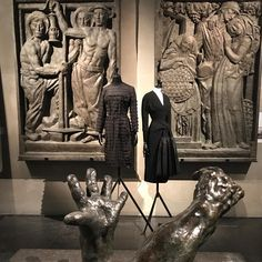 Balenciaga creations standing tall in all their artistry surrounded by the striking sculptures of Bourdelle @museebourdelle  Stunning setting and contrast for an infinite permutation on the Little Black Dress. Balenciaga, l'oeuvre au noir on until July 16. Full review on the blog, ⬆️ link in bio.