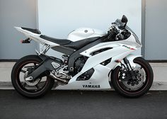 Yamaha R6, Yamaha Motorcycles, Cars And Motorcycles, Arch Motorcycle, Motorcycle Paint Jobs, Moto Bike, Pulsar Motos, Motocross, Motorbike Design